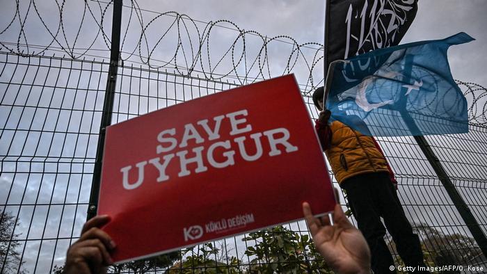 Aksi protes pro-Uighur di kedutaan besar Cina di Istanbul, Turki