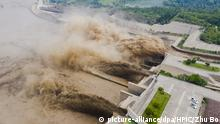 09.07.2020, Luoyang: Aerial view of Xiaolangdi Dam discharging flood and sand after days of continuous rainfall in Luoyang city, central China's Henan province, 9 July 2020. Foto: Zhu Bo/HPIC/dpa |