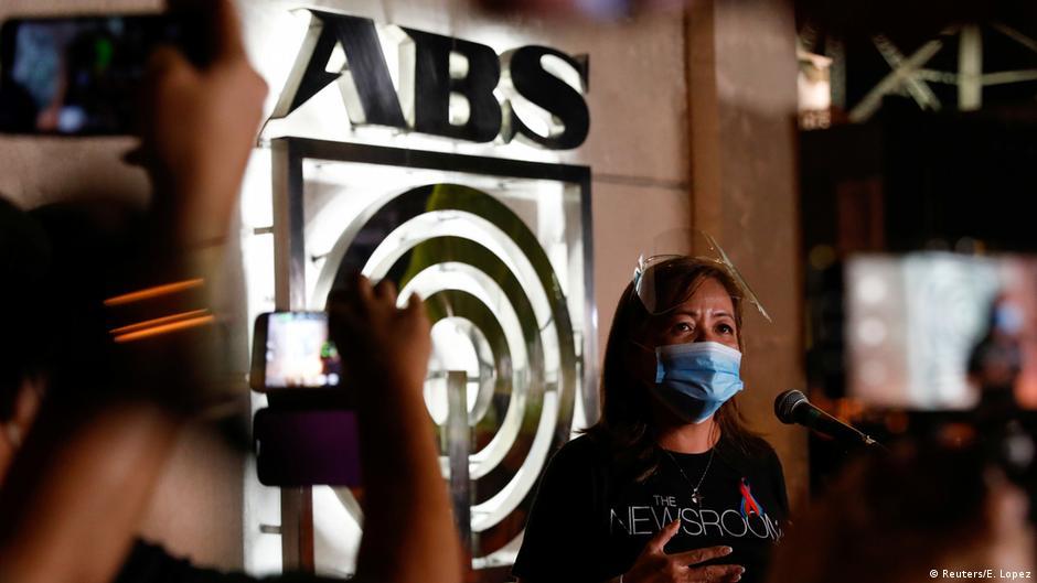 Philippines: Did President Duterte target ABS-CBN news network? | DW | 10.07.2020