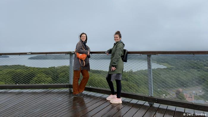 Emily Gordine & Olivera Zivkovic on the treetop path in Prora, Rügen (DW/E. Gordine)