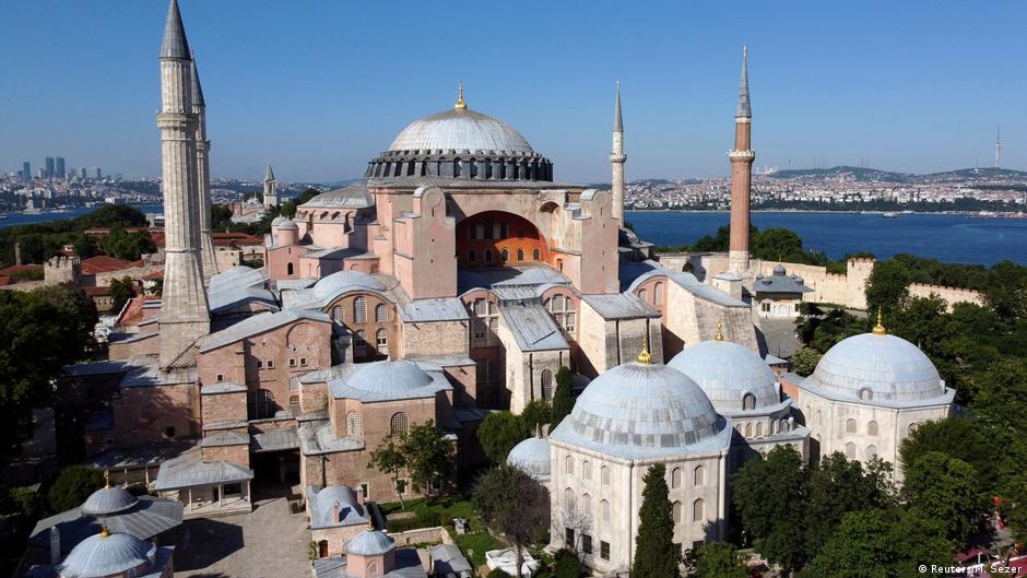 Zhgënjim nga vendimi për shndërrimin e Hagia Sofisë në xhami