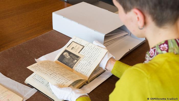 Researchers trawl through the Hans Posse diaries