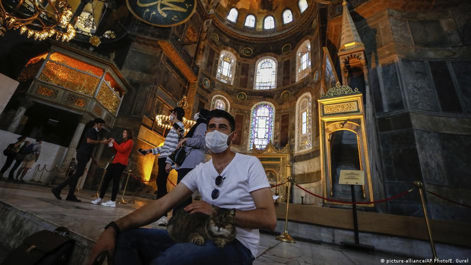 Governo turco reconverte Santa Sofia em mesquita | DW | 10.07.2020