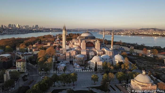 Türkei Gericht ebnet Weg zur Umwandlung der Hagia Sophia (picture-alliance/AP Photo)