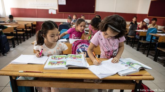 Türkiye'de mülteci çocukların öğrenim gördüğü bir sınıf