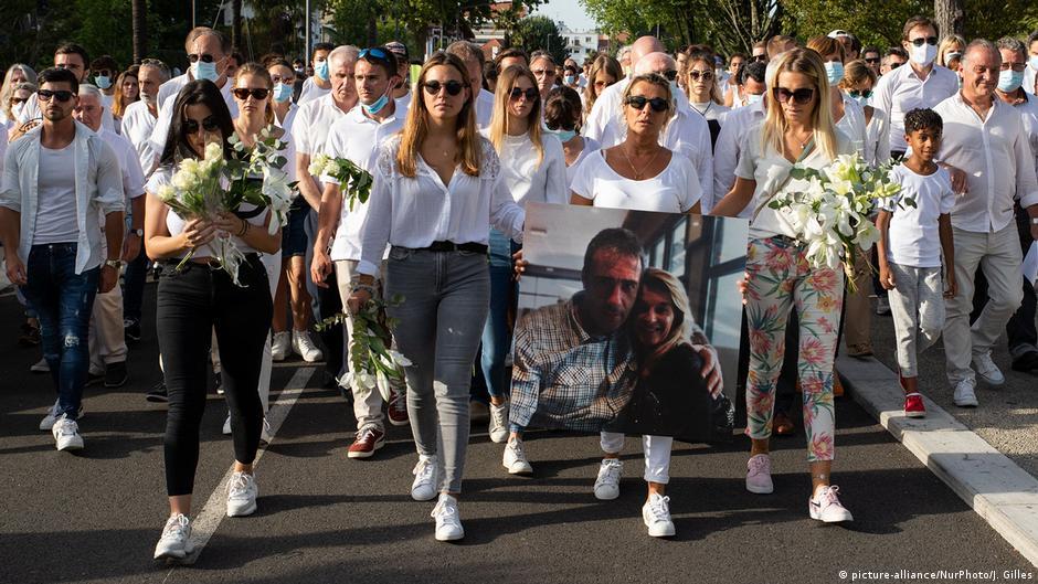 Frankreich Bayonne   Trauer um getöteten Busfahrer  Ehefrau