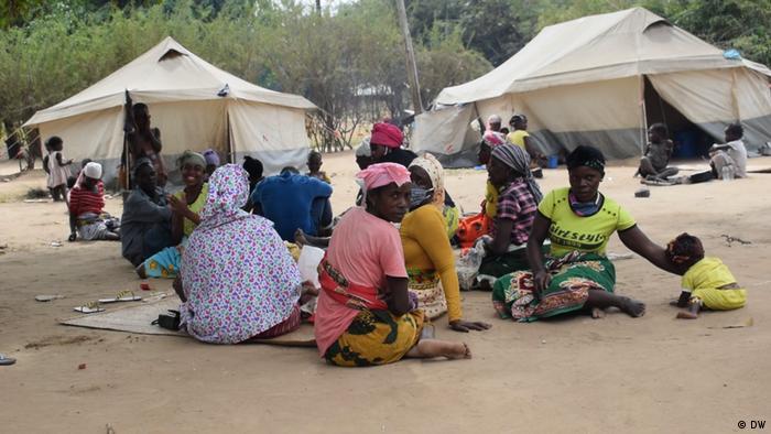 Deslocados do conflito de Cabo Delgado num centro de acomodação em Metuge
