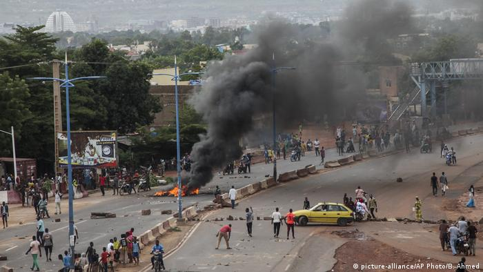 Protests in Bamako (picture-alliance/AP Photo/B. Ahmed)