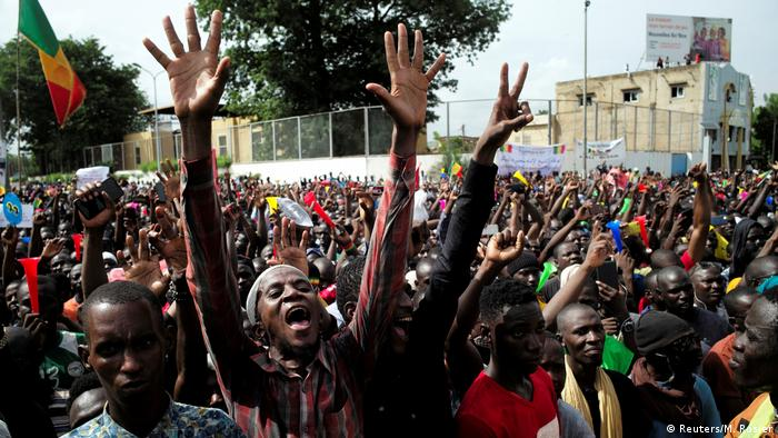 Opposition supporters protest in Mali (Reuters/M. Rosier)