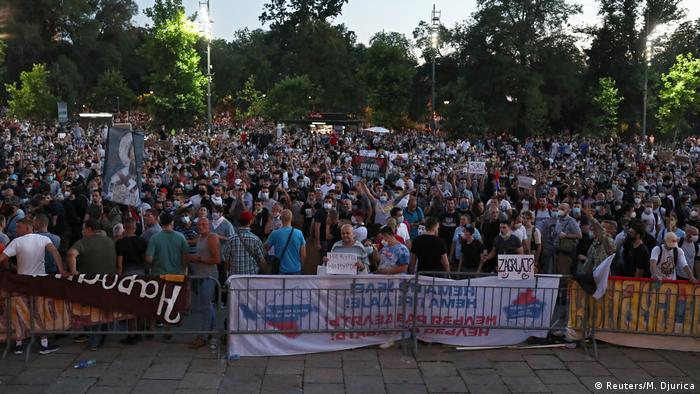 Serbien Belgrad Antiregierungsproteste Coronamaßnahmen