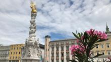 Österreich Linz Hauptplatz mit Pestsäule
