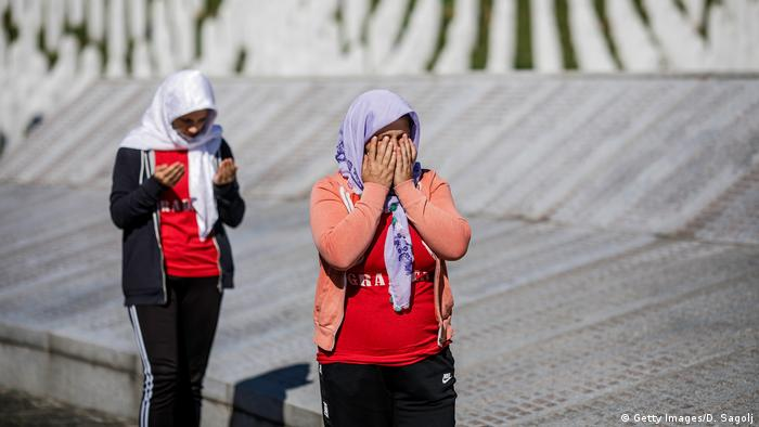 Bosnien und Herzegowina Gedenken an Srebrenica-Massaker (Getty Images/D. Sagolj)