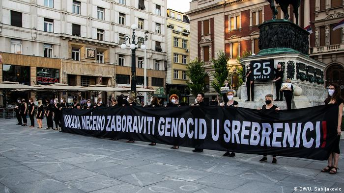 Sa performansa Žena u crnom u Beogradu
