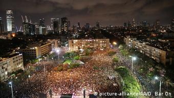 Thousands in Rabin Square
