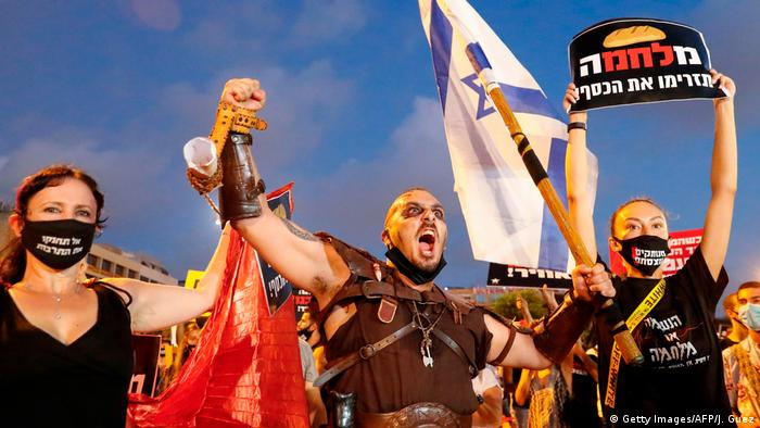 Демонстранты в Тель-Авиве протестуют против ограничительных мер из-за коронавируса