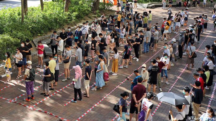 Eleitores votam em Hong Kong
