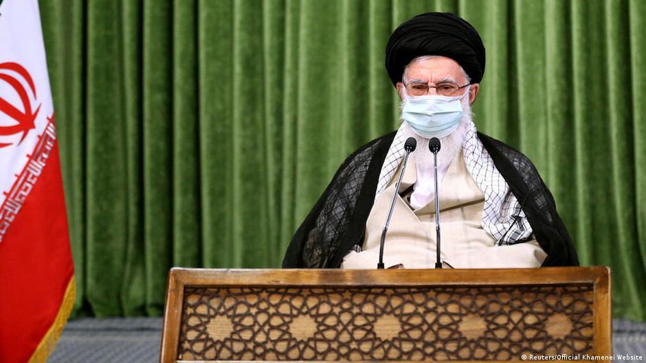 خامنهای: علاج تحریم عقبنشینی و مذاکره با آمریکا نیست