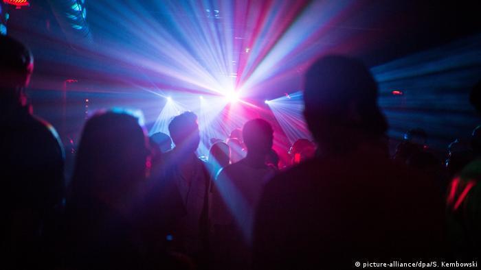 Corona Und Feiern In Berlin Tanz Uber Die Lange Distanz Taz De