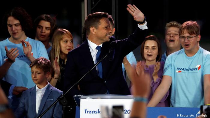 Мер Варшави Рафал Тшасковський, за даними екзитполу, набрав майже 50 відсотків голосів