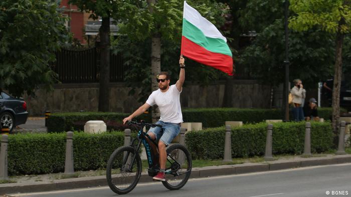 Один з учасників протестів проти Бойко Борисова у Болгарії влітку 2020 року