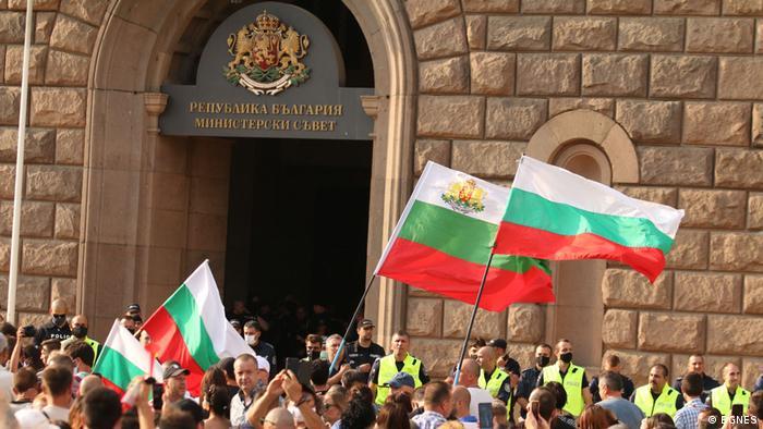 Всеки ден протестиращите в София се събират пред Министерски съвет.