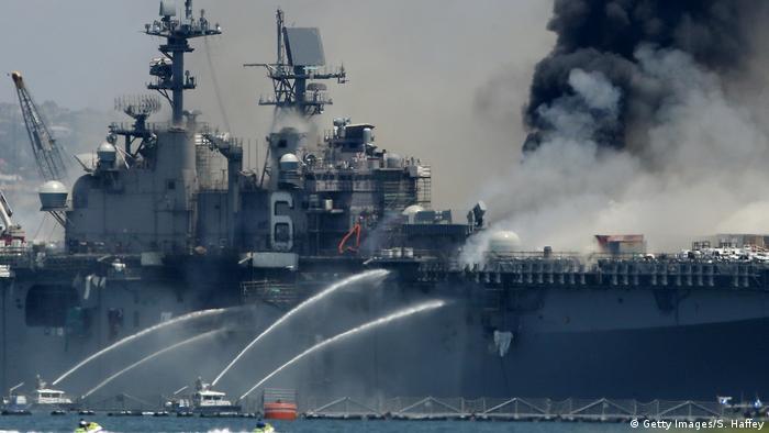 USA I San Diego I Feuer an Bord des Schiffes USS Bonhomme Richard in der Marinebasis (Getty Images/S. Haffey)