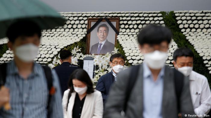 Altar to Mayor Park Won-soon