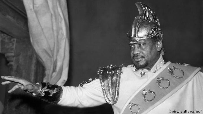 Robeson performs the role of Othello on stage in London in 1959