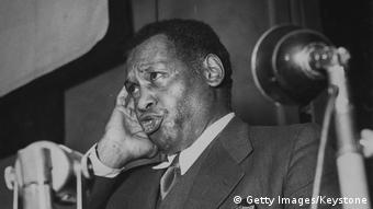 Paul Robeson sings a song