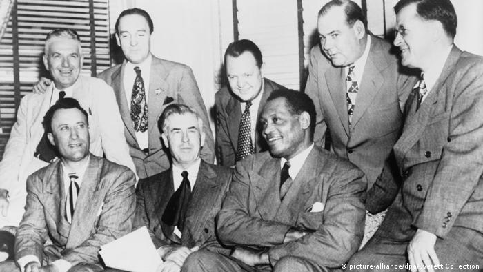 Robeson sits with leaders of the left-wing Progressive Party in 1948