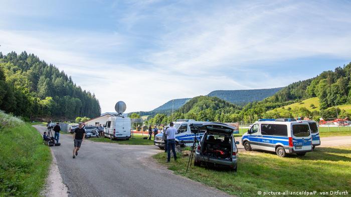 Großaufgebot der Polizei sucht bewaffneten Mann Schwarzwald Oppenau (picture-alliance/dpa/P. von Ditfurth)