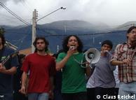 La banda Quimbando con el protagonista del video: Mauricio Canedo, Marcelo Arias y Arpad Debreczeni.