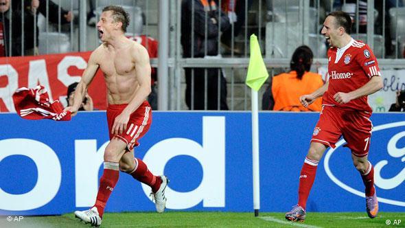 Ivica Olić slavi gol protiv Manchstera u četvrtzavršnici Lige prvaka