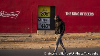 Südafrika Johannesburg Soweto |Verbot von Alkohol (picture-alliance/AP Photo/T. Hadebe)