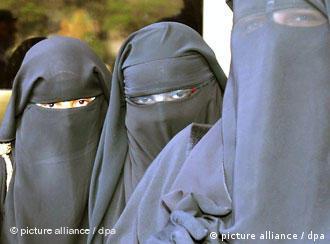 Frauen in Ganzkörperschleiern (Foto: dpa)
