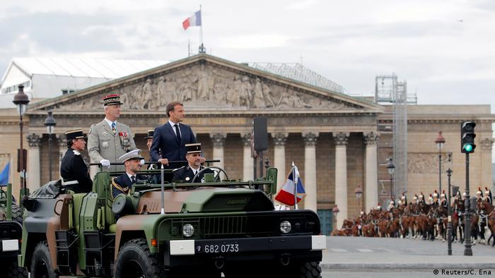 Макрон на парада на военните по случай националния празник на Франция