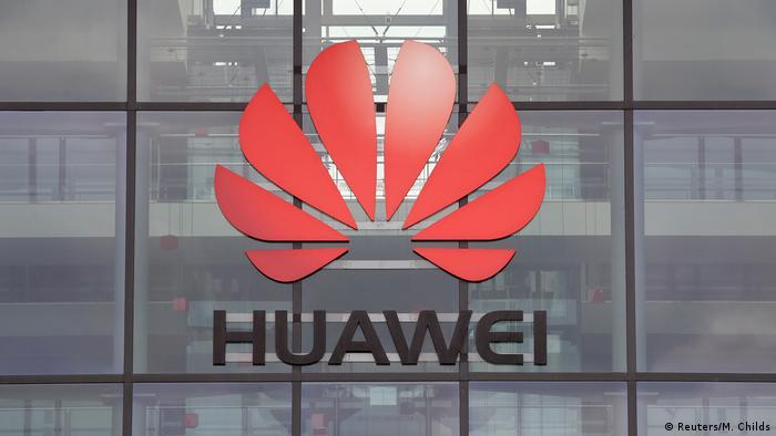 Huawei logo auf der Hauptniederlassung in Reading, Großbritannien