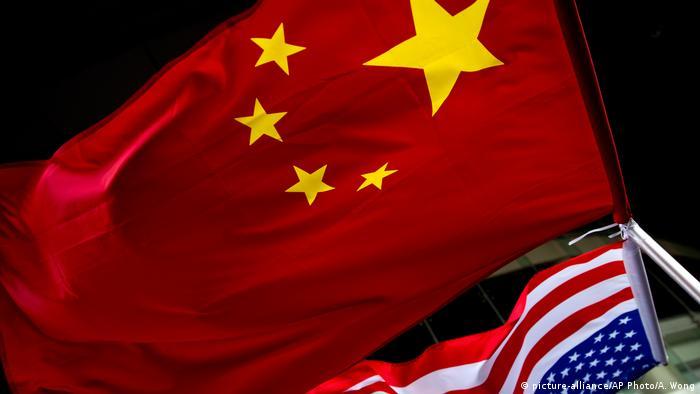 China Symbolbild Großmacht   USA klein (picture-alliance/AP Photo/A. Wong)