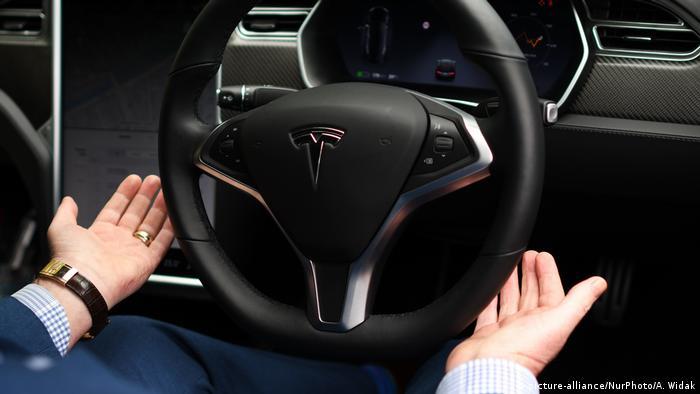 Symbolbild Tesla Autopilot