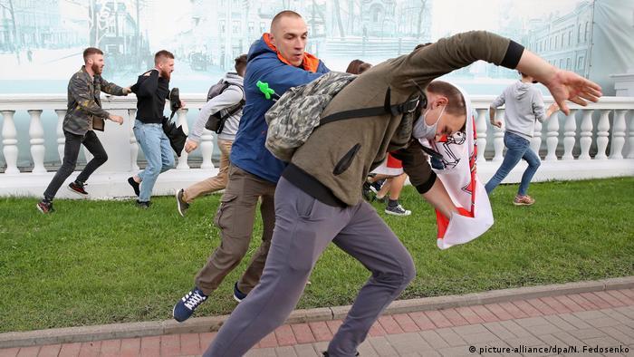 Участники акции в Минске убегают от милиции