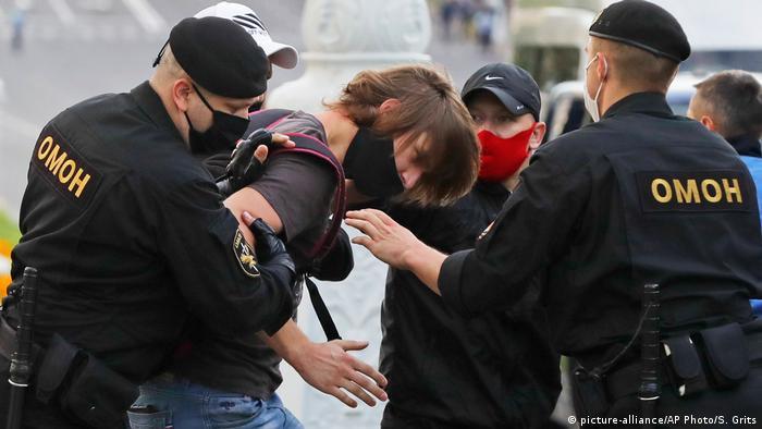 Правозащитники говорили о применении ОМОНом силы