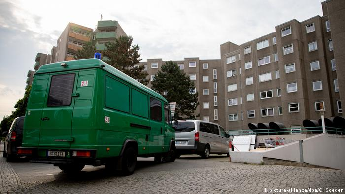 A police van outside one of the properties searched in the raids (picture-alliance/dpa/C. Soeder)