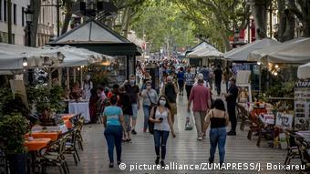 В июне в Барселону начали возвращаться туристы