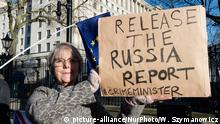 Anti-Brexit supporters protest outside Downing Street in Westminster urging Prime Minister Boris Johnson to release the report from the intelligence and security committee examining Russian infiltration in British politics on 18 January, 2020 in London, England. (Photo by WIktor Szymanowicz/NurPhoto) | Keine Weitergabe an Wiederverkäufer.