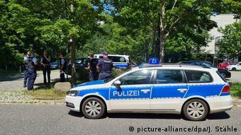 Полиция Берлина - машина и сотрудники