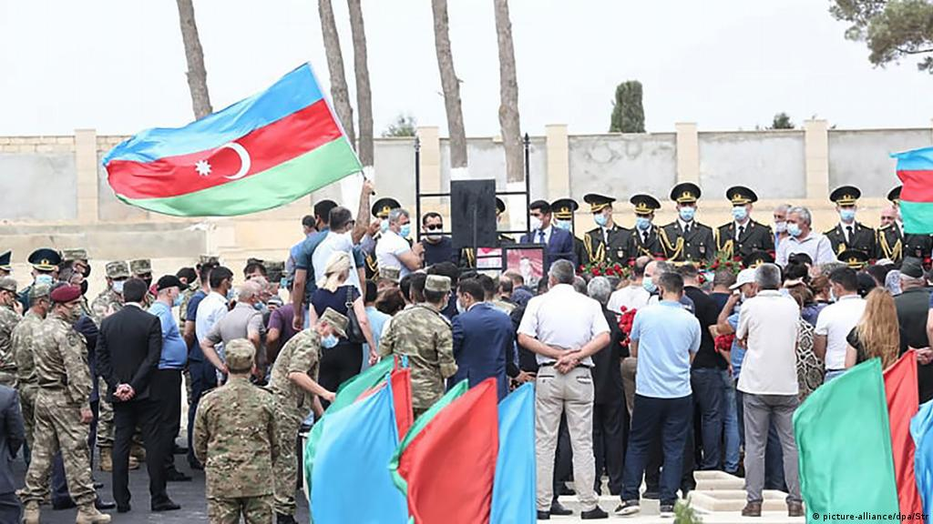 Demonstranten In Aserbaidschan Verlangen Militaroffensive Gegen Armenien Aktuell Asien Dw 15 07 2020