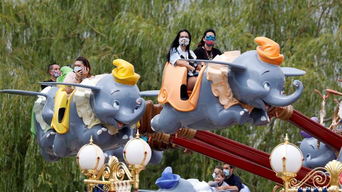 People on the Dumbo ride at Disneyland Paris