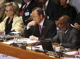 US-Außenministerin Clinton, UN-Generalsekretär Ban, Haitis Präsident Preval(Foto: AP)