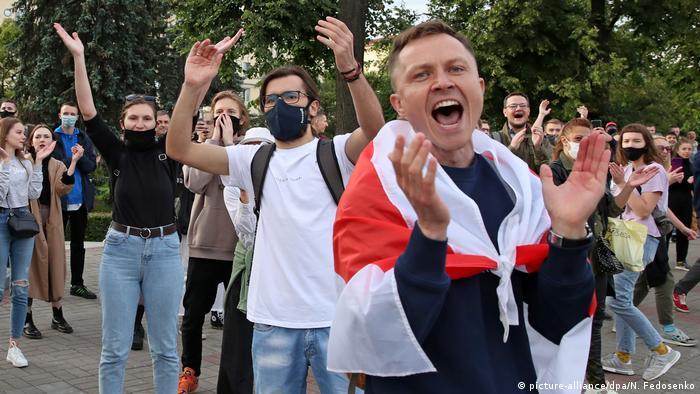 На акции протеста в Минске 14 июля против отказа ЦИК зарегистрировать Виктора Бабарико