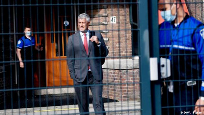 Der Präsident von Kosovo Hashim Thaci in Den Haag vor einem Sondergericht (DW/A. Bajram)